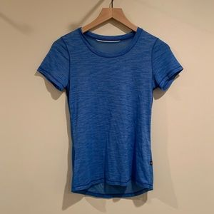 Lululemon - athletic tshirt with mesh back